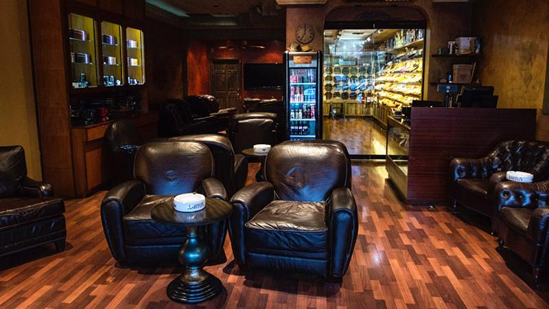 Fair Oaks Cigars, Newport Beach, California