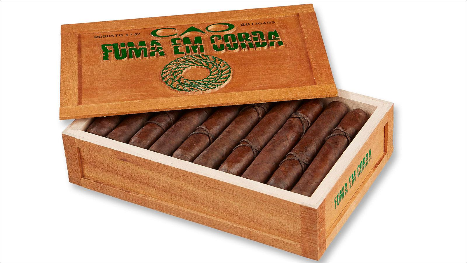 CAO Fuma Em Corda Ventures Into The Amazon