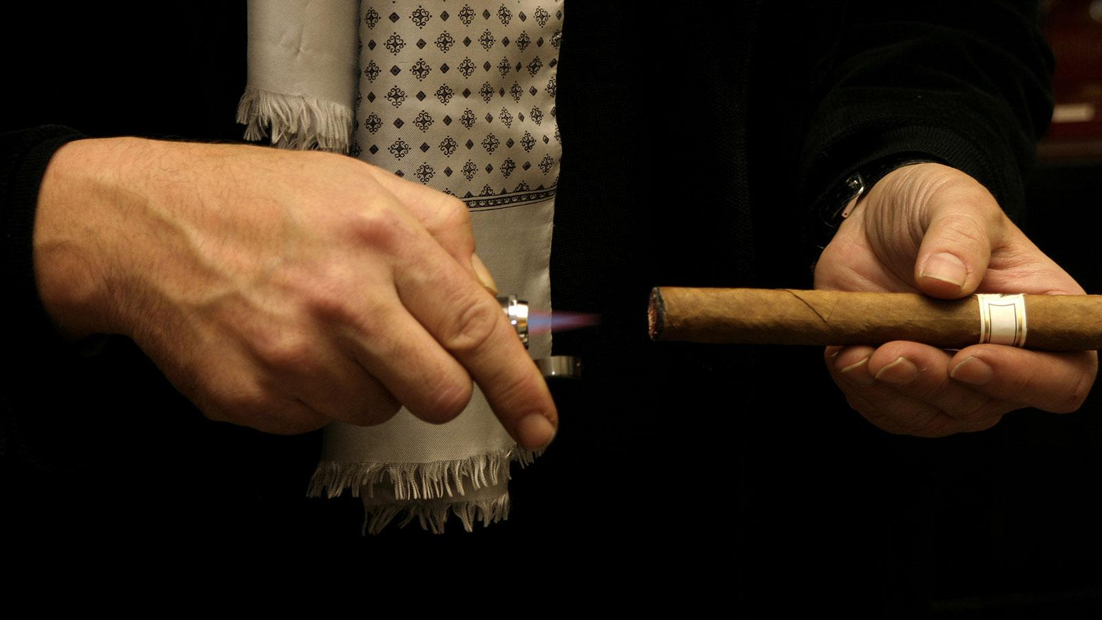 how to light a cigar cigar aficionado