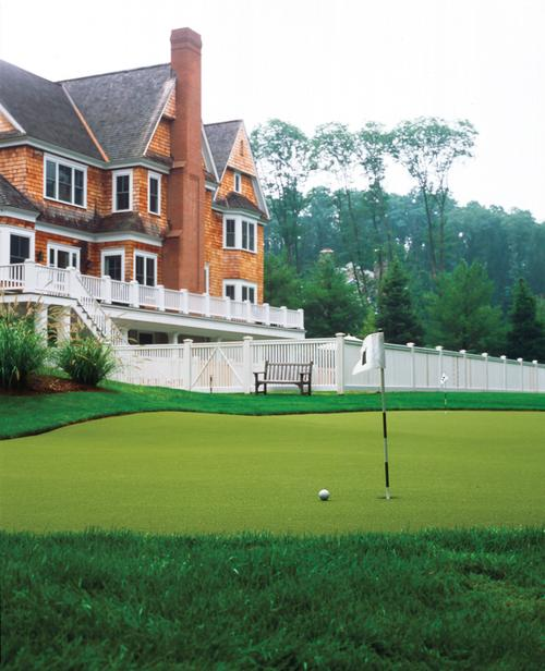 Classic: Backyard Putting Greens