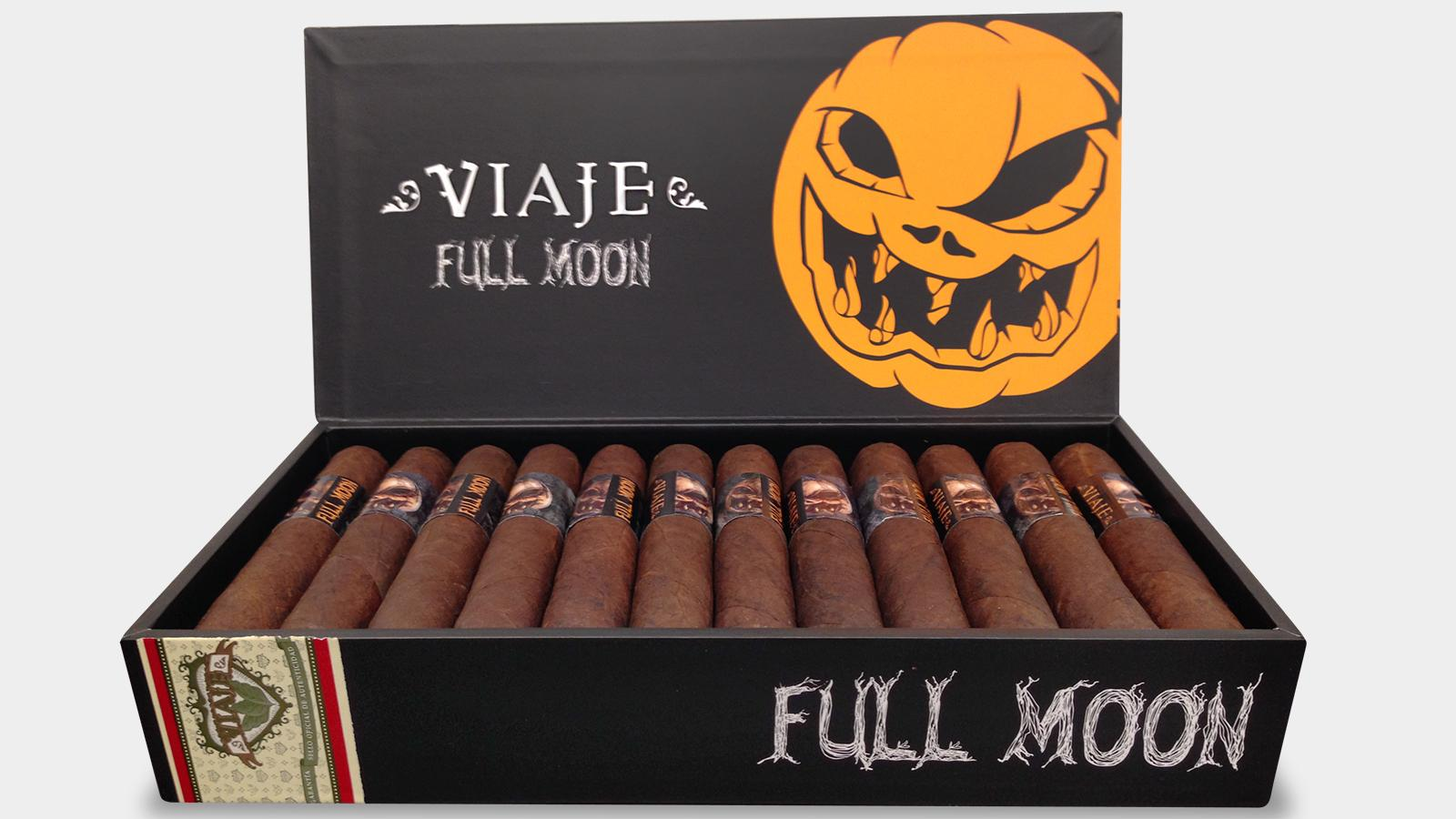 Viaje Spooks Cigar Shops With Full Moon
