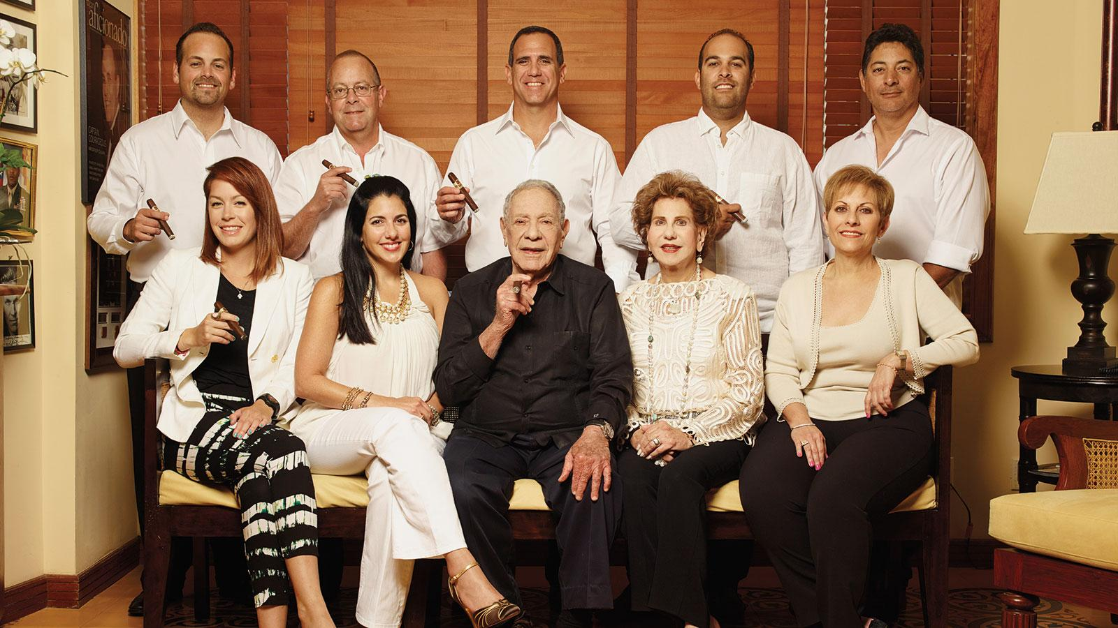 Padrón in 2014, surrounded by family.