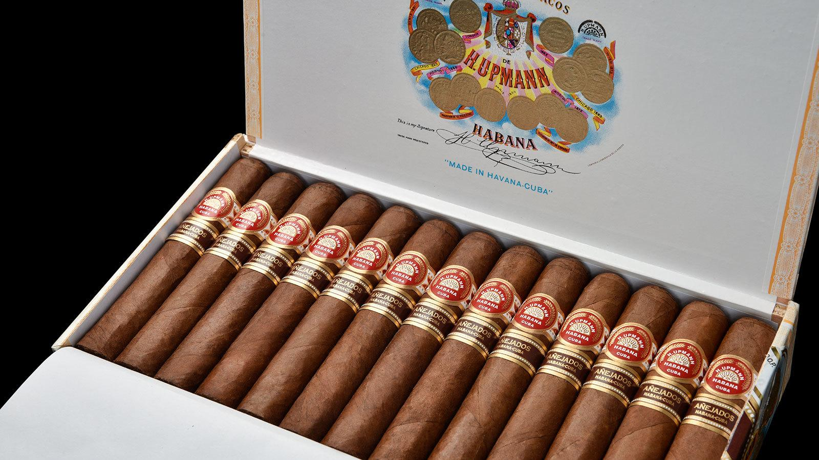 Each cigar in this box of H. Upmann Robusto Añejado is identical in size and wrapper shade.