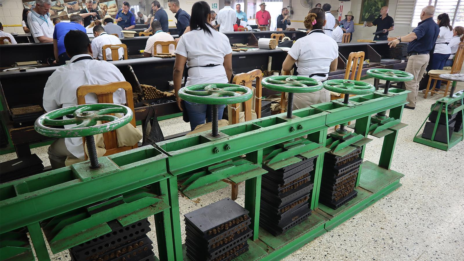 The rolling gallery inside De Los Reyes Cigar Factory.