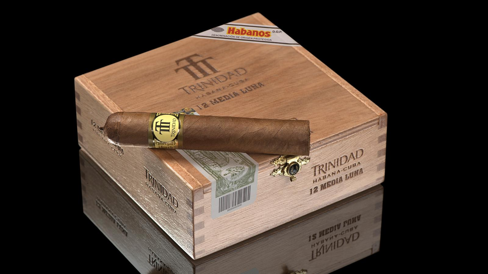 The new Trinidad Media Luna measures 4 1/2 inches by by 50 ring gauge.
