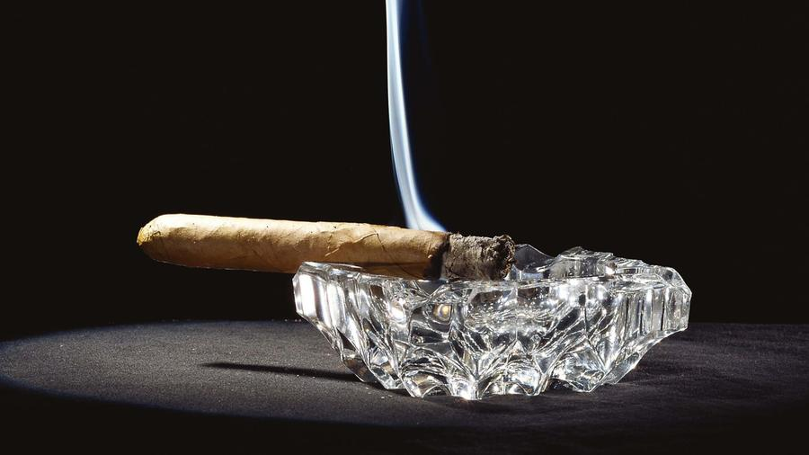What Causes a Cigar To Smell Bad When its Stubbed Out?