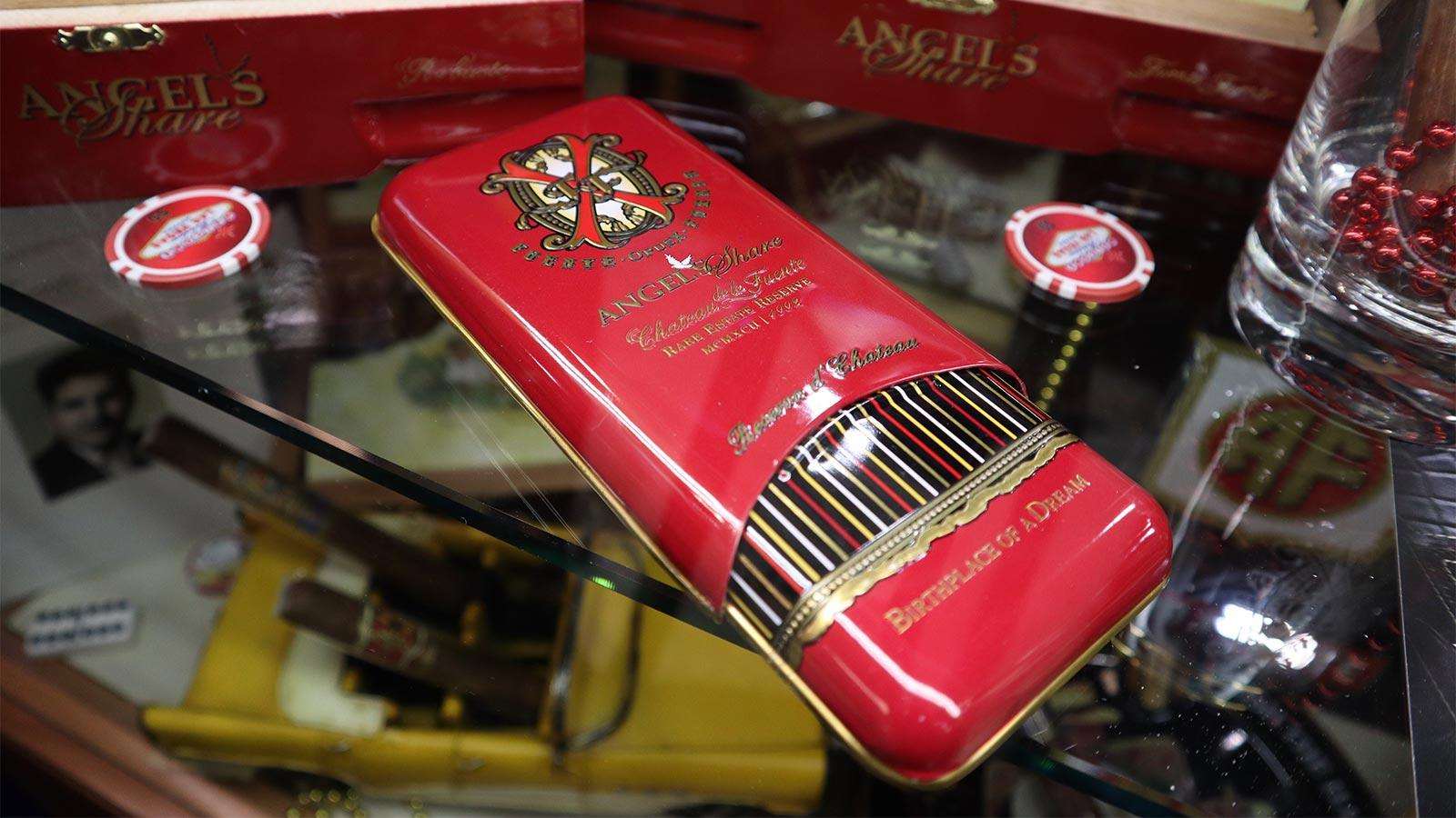 Fuente Fuente OpusX Angel's Share glossy tin