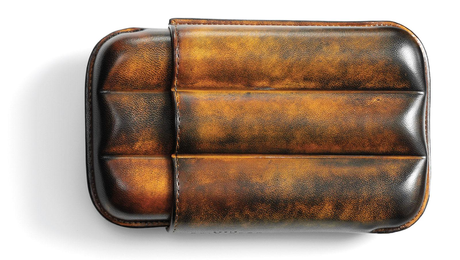 Elie Bleu's Havana Patina Leather 3 Cigar Case is meticulously oiled and colored to achieve a patina reminiscent of the rich, deep hues of aged leather.