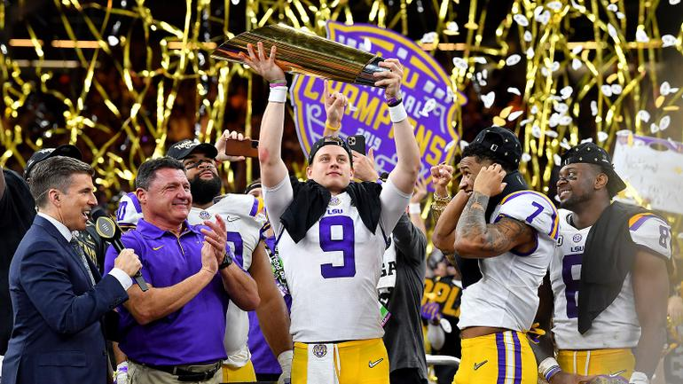 LSU Football Celebrates Championship With Cigars Despite Cops Trying to Stop Them
