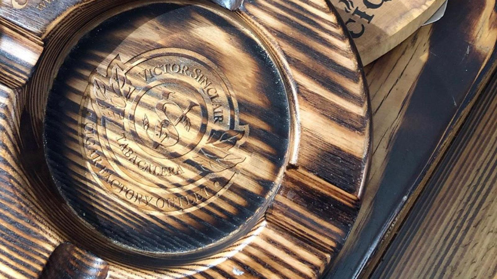 Cigarzona can engrave nearly any logo not only in the center of the bowl, but on the borders, as well.