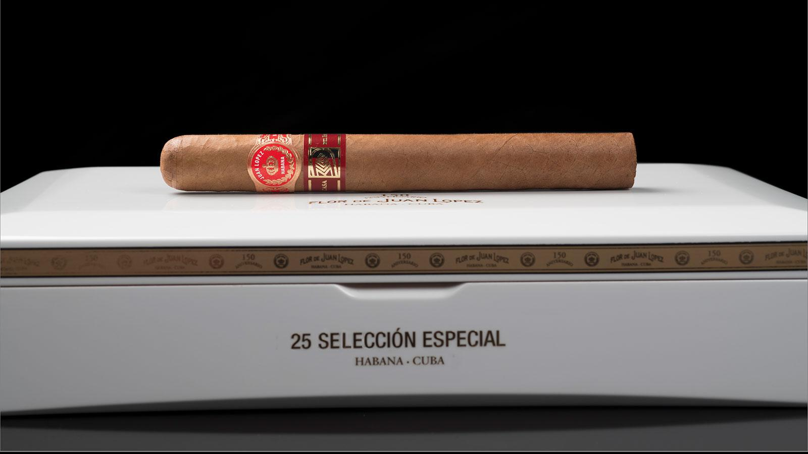 Juan Lopez Selección Especial measures 6 11/16 inches by 52 ring gauge and comes in 25-count boxes.