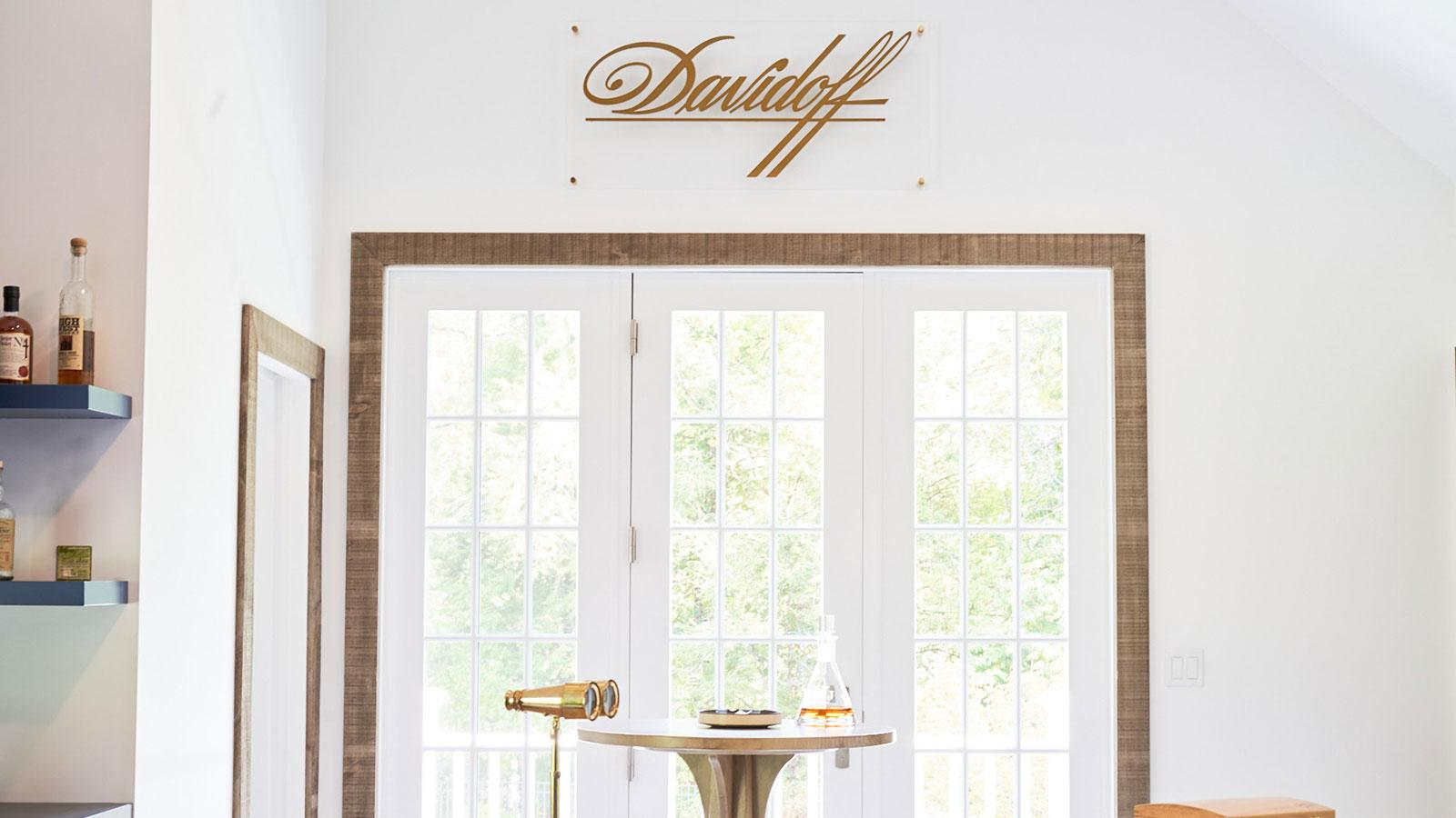 Davidoff wall photo