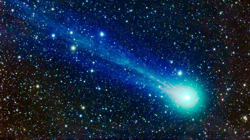 Comet Lovejoy streaks across the night sky, delivering copious quantities of alcohol and sugar everywhere it goes.
