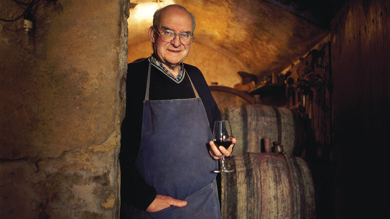 Henri Bonneau was always at home in his 17th-century cellar, where he loved to share his experience and knowledge.