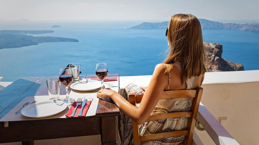 Are wine and sunshine a healthy or harmful combination for your skin?