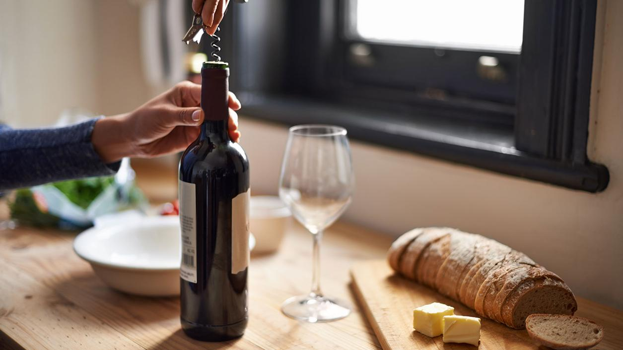 For Maximum Health Benefits, Have Your Wine with a Meal