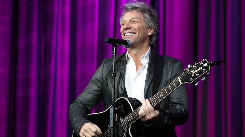 Jon Bon Jovi caps a tasting of Hampton Water rosé with a solo performance of