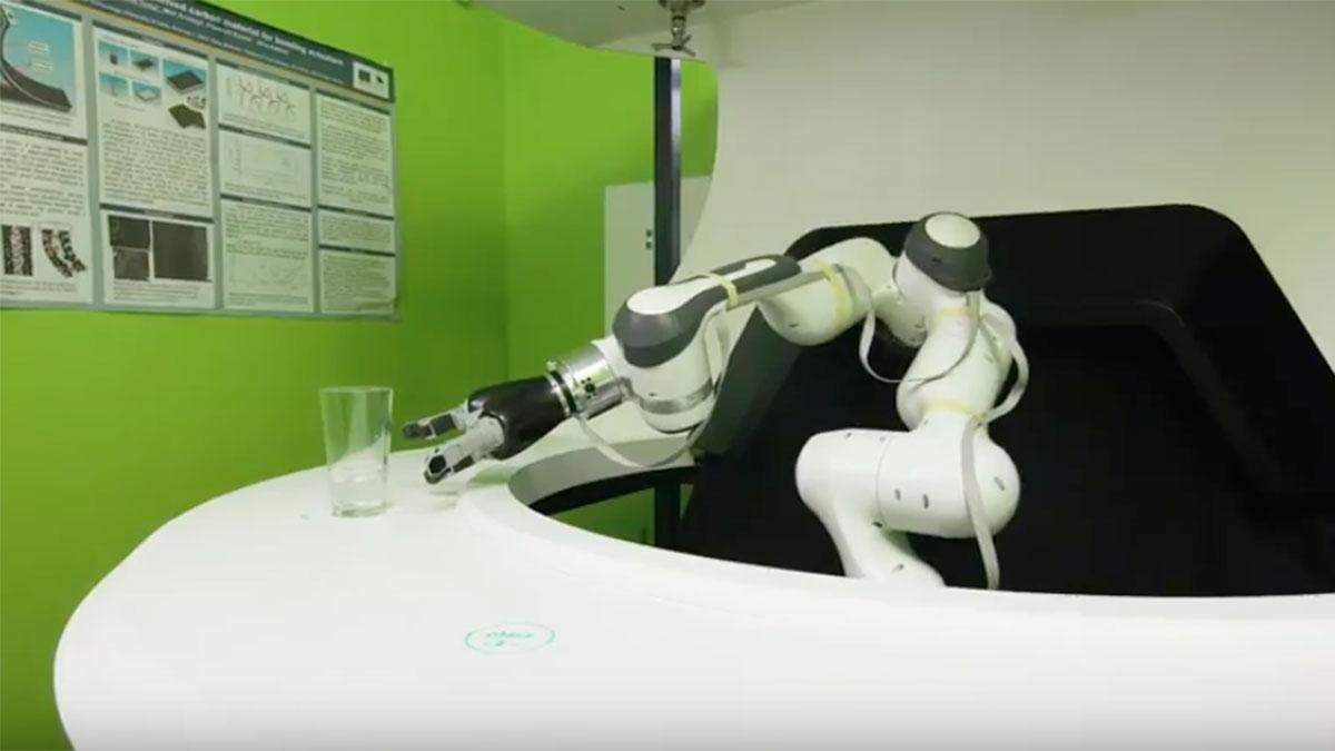 Robot Bartender Makes 100 Drinks per Hour, Banter