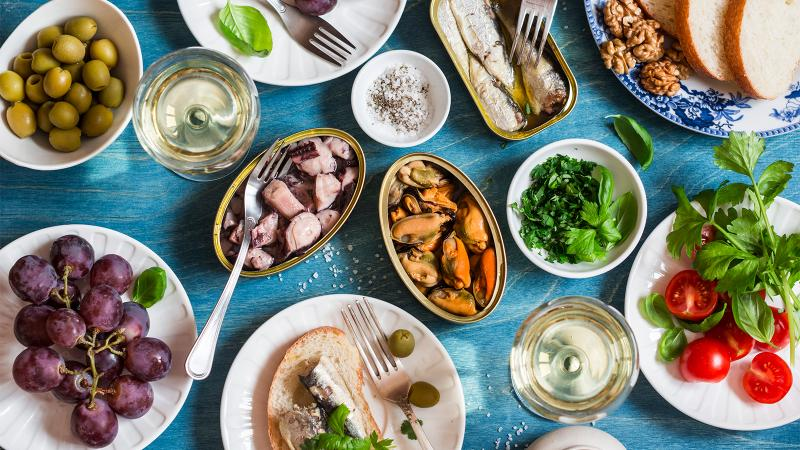 A healthy diet, coupled with a daily glass of wine, can help diabetics, the researchers found.