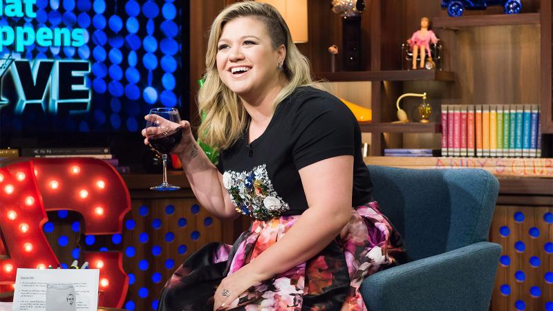 Kelly Clarkson Sings Praises for Belle Glos Pinot; Bob Dylan Takes Whiskey to Church