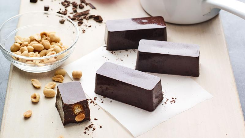 Dining Tip: DIY Chocolate Candy Bars for Easter
