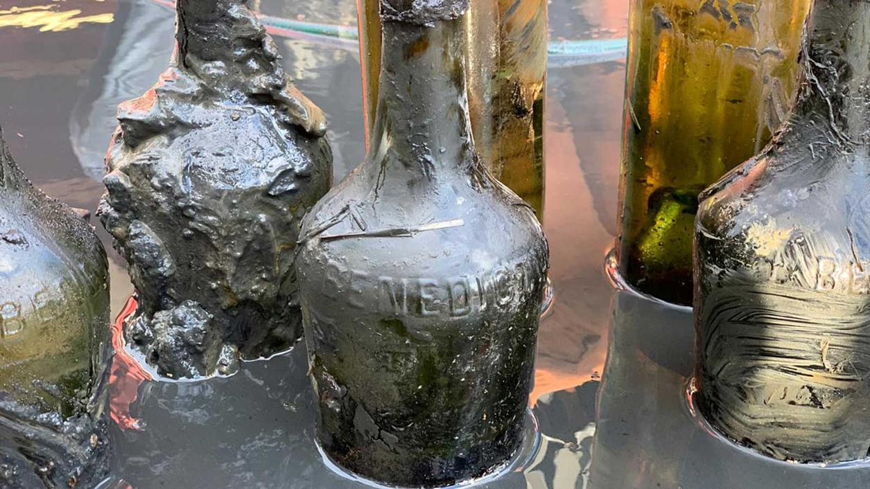 Explorers Crack 'Most Extreme' Shipwreck to Find 100-Year-Old Booze, Actually Taste It