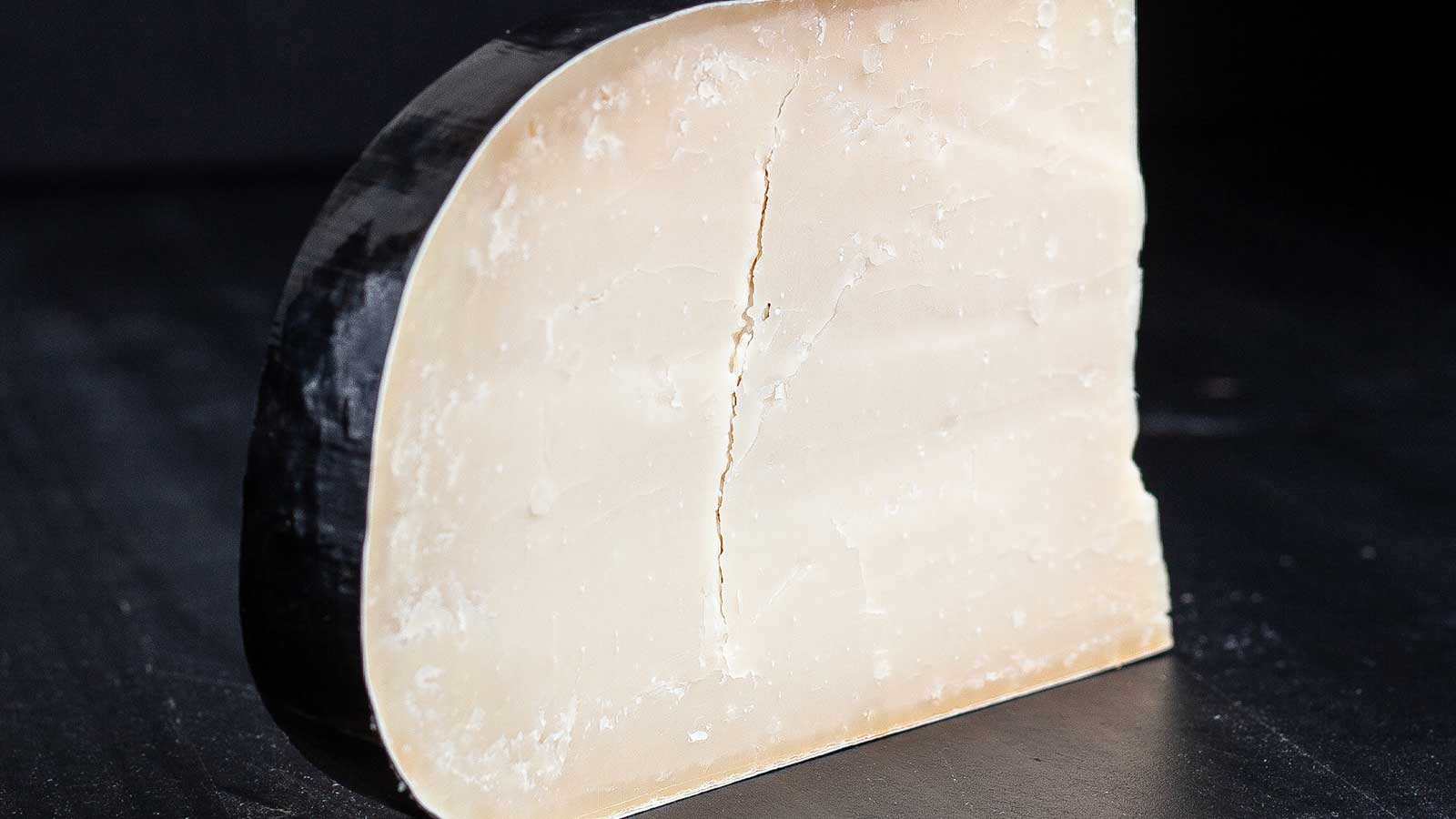 Fromagerie L'Amuse Black Betty Goat Gouda