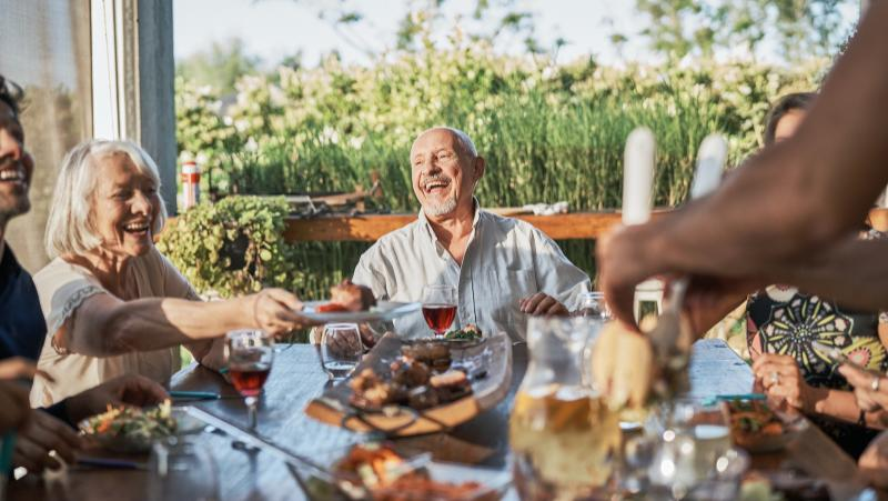 Researchers found that middle-aged to older Americans who drank alcohol in moderation had a lower risk of kidney disease.